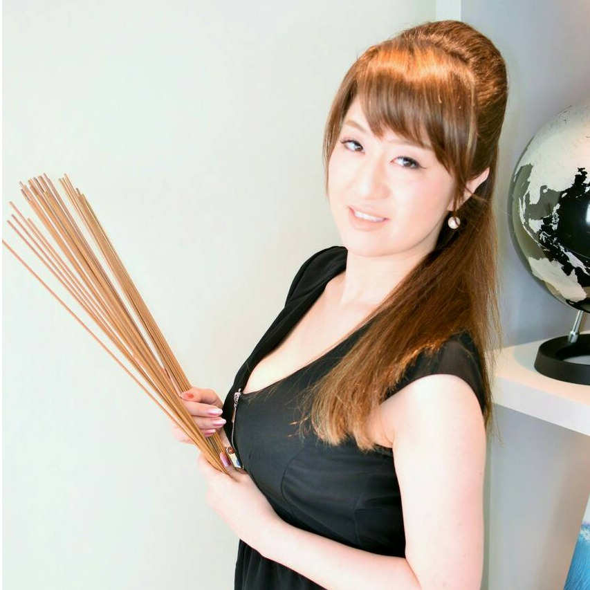 鼎絢子(かなえじゅんこ)先生