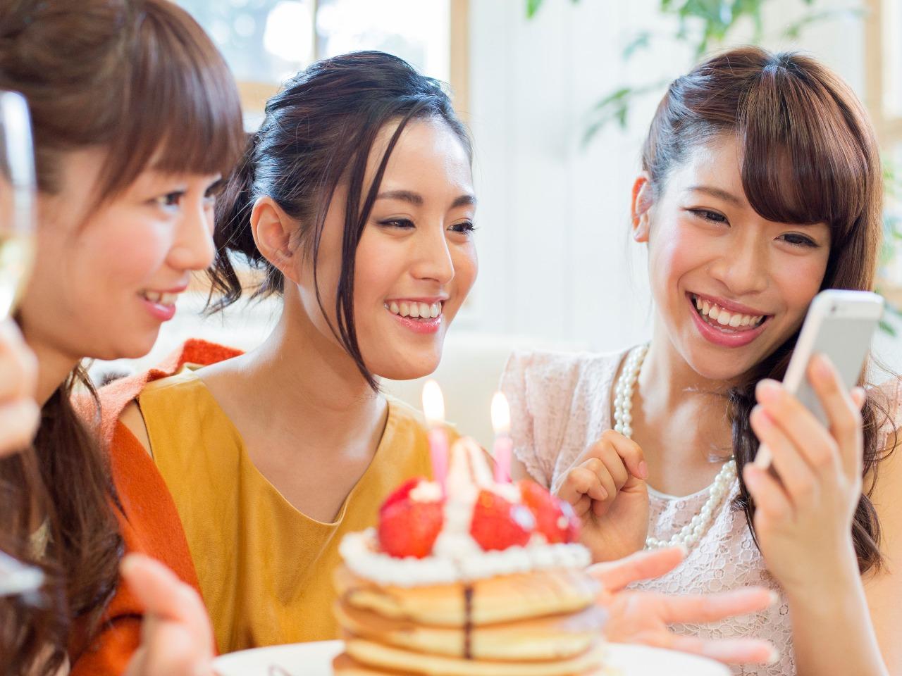 LINE占いでお友達へのプレゼントなら東京渋谷で人気の占い館「婚活もできる占い館BCAFE(ビーカフェ)渋谷店」の占いチケットをお誕生日プレゼントにしては如何でしょうか。