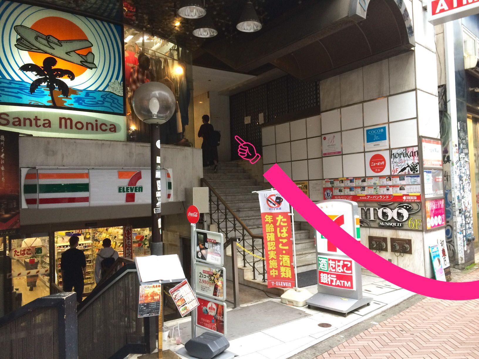 ダイネス壱番館渋谷の入り口はこちらです。その先のエレベーター8Fが占い館BCAFE(ビーカフェ)で、エレベーター乗らずに突き当たりを右で「汁べえ」です