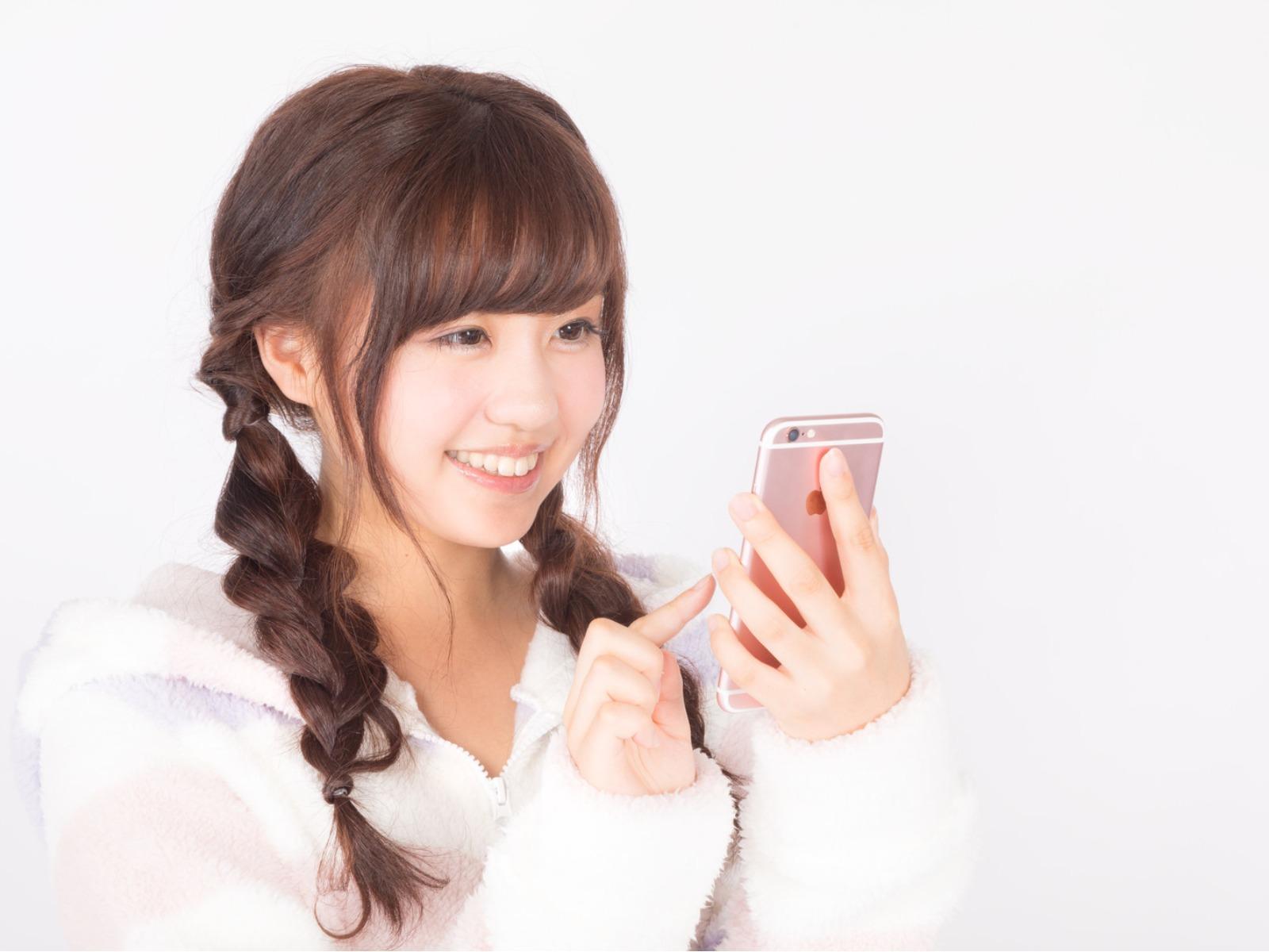 LINEビデオ通話占い(LINEを活用した対面占い)なら「婚活もできる占い館BCAFE(ビーカフェ)渋谷店」にお任せ!お一人でじっくり利用も可能で、タロットカードも見れるので対面鑑定の臨場感あり!