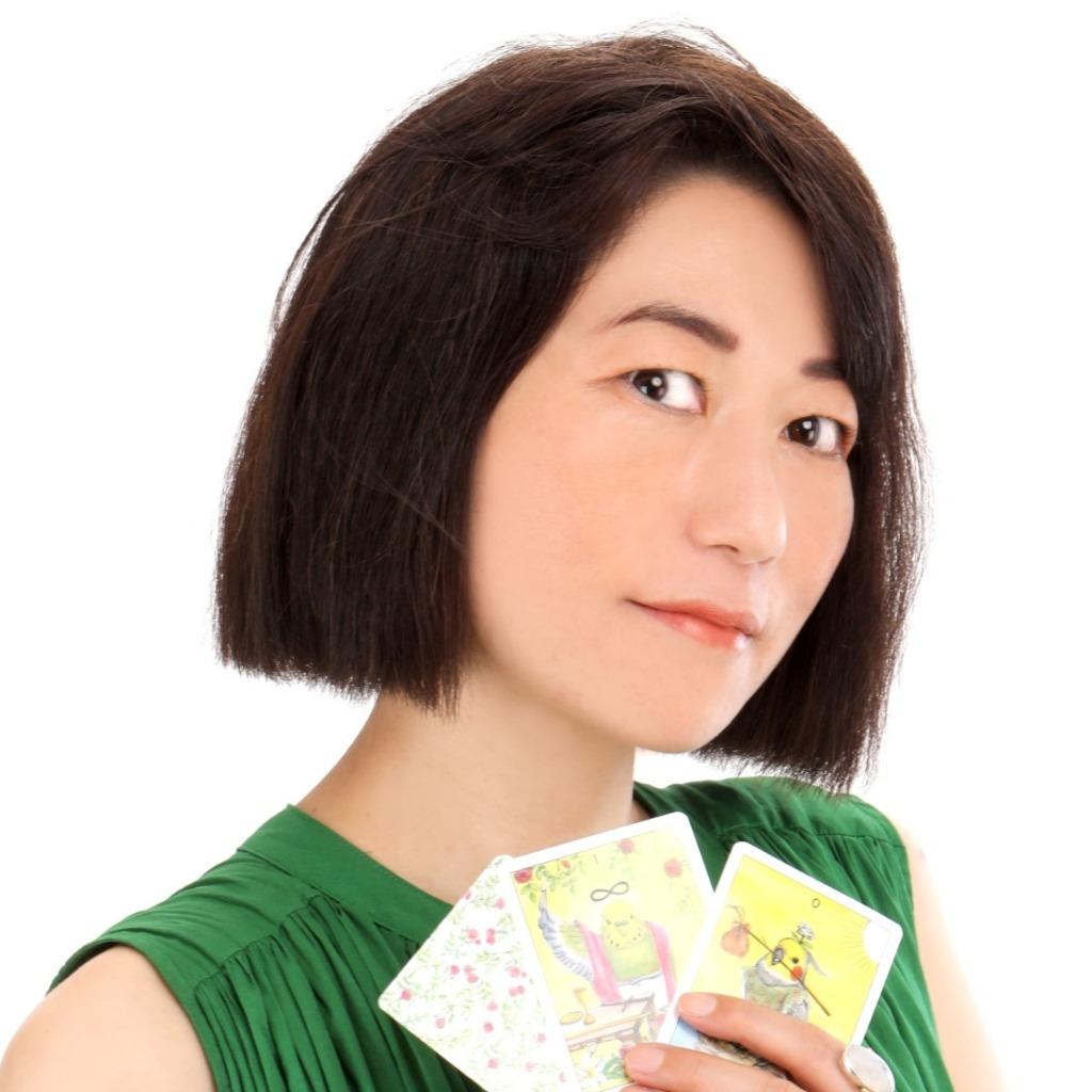 葉月蒼(はづきそら)先生は、東京渋谷で恋愛占いに強い当たると口コミ評判の人気占い師。
