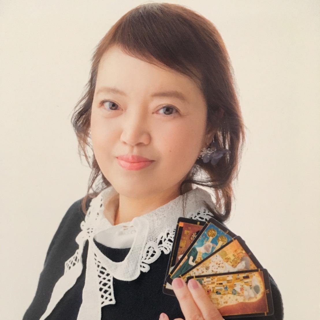 リリィ愛梨先生は、占い館BCAFE(ビーカフェ)渋谷店で火曜日を担当しています。