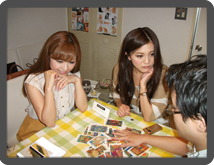 女子会を渋谷で開催するなら幹事様必見!当たると評判の占い館BCAFE(ビーカフェ)渋谷店では、個室貸し切りにてお友達と占いが楽しめます!