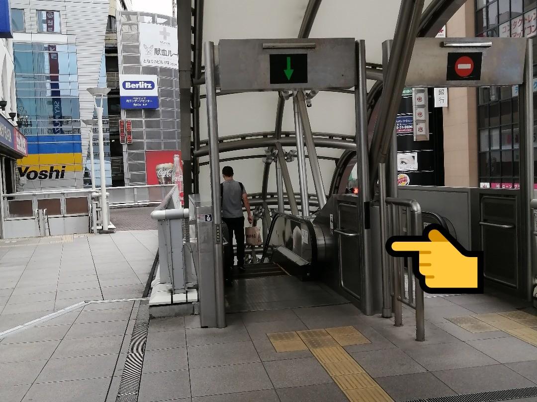 ②ビックカメラ様横のエスカレーターを降ります。千葉県柏市若葉町57-15に「占い館BCAFE(ビーカフェ)千葉柏店はあります!
